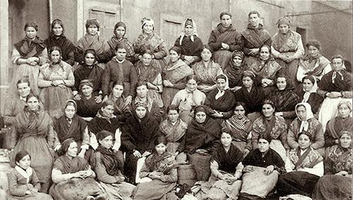 dia de la mujer trabajadora fábrica