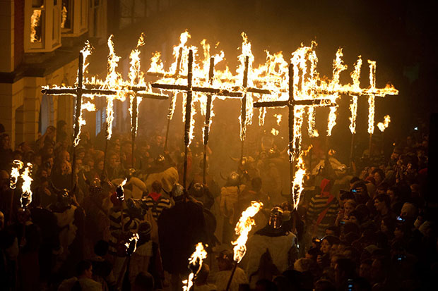 BRITAIN - OFFBEAT - TRADITION - BONFIRE
